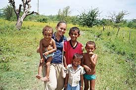 Margo, an Amigos volunteer, with children in Honduras.