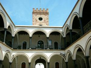 Interior courtyard of El Palacio - Photos by Allen Cox