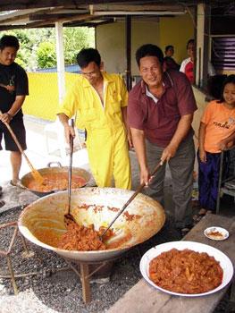 Preparing beef and chicken rendang for Hari Raya Aidilfitri