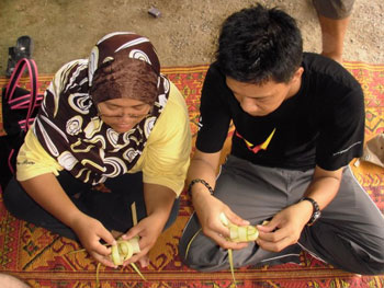 Learning how to weave ketupats