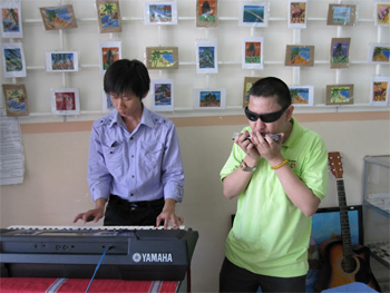 Blind musicians jamming at the center. Eric Peterson Photos.