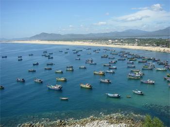 Quy Nhon coastline. click to enlarge this photo.