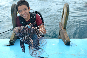 Young Diver helps control the lionfish population