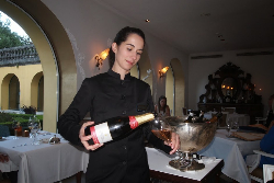 Serving Portuguese rose wine at Restaurant Pedro & Ines at Quinta das lagrimas