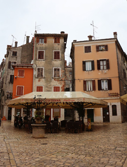 Outdoor dining in Rovinj, Croatia.
