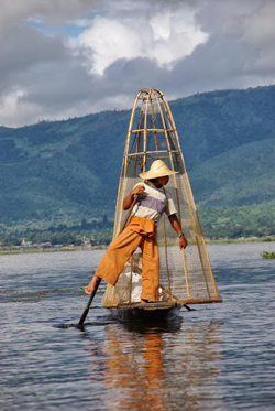 One legged rower on Inle Lake in Burma. photos by Rachael Rowe.