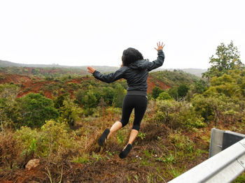 Flexing in Waimea Canyon, Kauai. Cristina Romento photos.