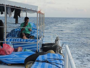 sleeping-deck-boat