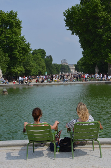 Relaxing by the Seine