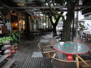 Patio bar at Changpoo Tree Bar oct loft