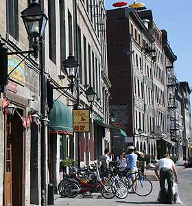 Caroule, in the heart of Old Montreal, offers bike tours and rentals.