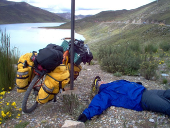 Lying down with the pain of altitude sickness, called soroche.