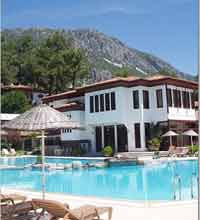 The Yucelen hotel has great facilities, including an indoor and outdoor pools.