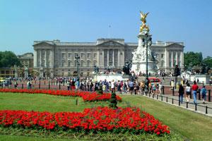 Buckingham Palace - photo by Freefoto.com