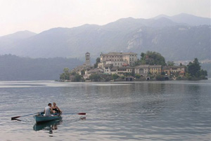 Boaters returning from Isola San Guilio - photo by Catherine Richards Golini
