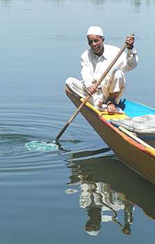 The author's Dal Lake boatman - photos by David Rich