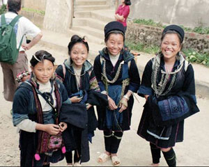 Schoolchildren from the Black Hmong Tribe - photos by Siobhan McGeady