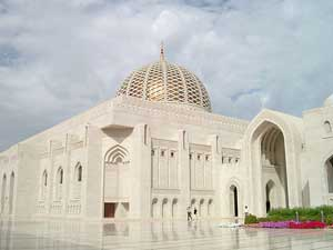 The Grand Mosque in Al Ghubrah, Muscat - photos courtesy of Sue Hutton and OmanVistas.org.uk