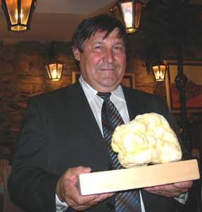 Gianearlo Zigante with his world-record truffle