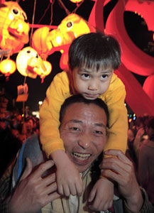 A father and his son enjoy the festival in Kaohsing.