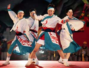 Dancers at the Lantern Festival in Tainan - photos by Paul Shoul