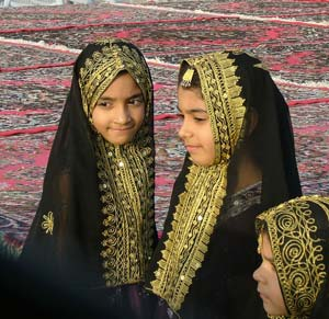 Qatari girls - photos by Ian Lemmin-Woolfrey