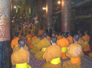 Afternoon prayer service at Wat Xieng Thong
