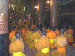 Afternoon prayer service at Wat Xieng Thong