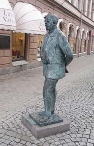 Gustaf Fröding has his statue in town.