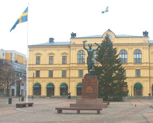 Stora Torget, or the town square, in the middle of Karlstad. The Peace Monument stands in front of the town hall. Photos by Robin Bell