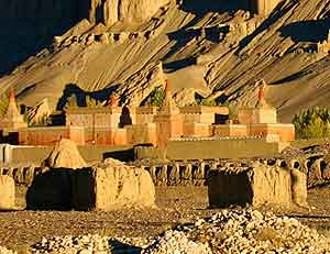 The ruins contain well preserved examples of Tibetan art.
