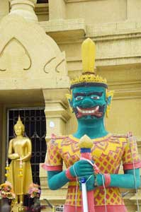The Yellow Temple in Koh Samui - photos by Mike Smith