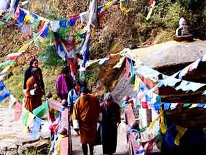 Pilgrims on their way to Taktshang Goemba