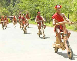 The wooden scooter race