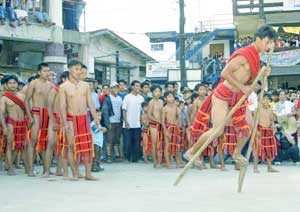 The relay race on stilts