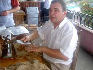 Rolling those famouos Cuban cigars