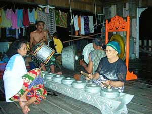 Plying traditional music