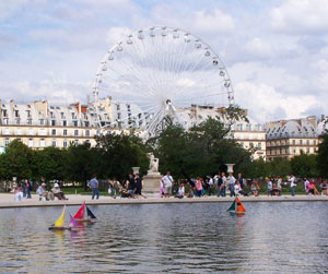 Tuileries fountain with ferris wheel and Louvre in background