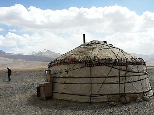 A yurt restaurant in Alichur