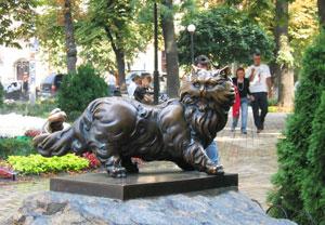 The Panteleymon Cat: tourists rub his ears and make a wish.