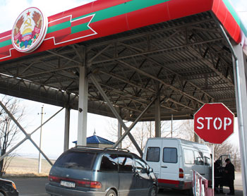 The border crossing from Moldova into Transnistria - photos by Daniel Reynolds Riveiro