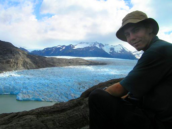The trail north of Refugio Grey provides many vantage points to take in the beauty of Glaciar Grey (photo by N de Bueger)