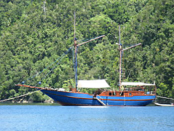 The Shakti is designed after traditional Indonesian boats.