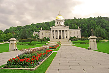 The Vermont State House is a majestic building located in downtown Montpelier. The gold dome proudly stands out against the greenery of Hubbard Park in the background.