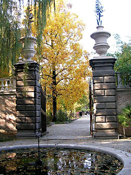 The gate to the Botanical Garden