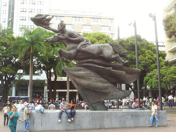 Bolivar Desnudo: the naked liberator in Pereira, Colombia