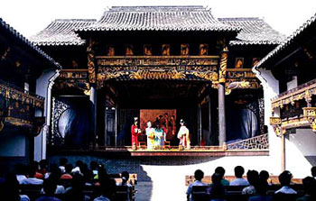 Enjoying performances on the open-air Xiuzhenguan Square stage