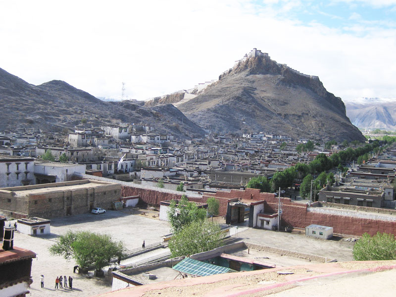 The town of Gyantze with the Dzong in the background