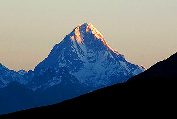 First rays of sun hit Neelkanth. Photo by S. Saiganesh