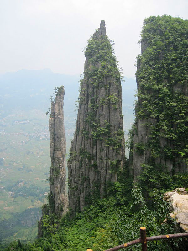 China's Enshi Canyon: The summit and strange steep rocks atop the mountain